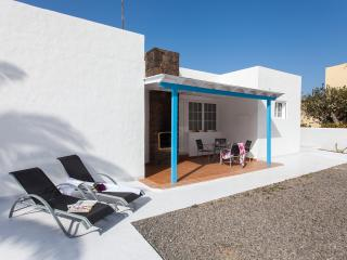 Central Villa, fully equipped only 100m from the b, Corralejo