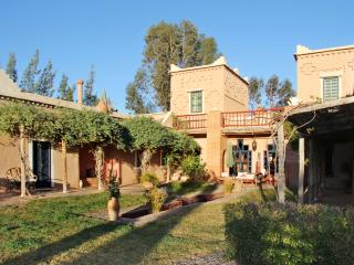 Spacious house near the Atlas Mountains with stunning views, garden and private pool – sleeps 6, Oumnass