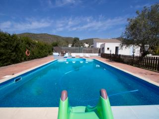 Charming 5-bedroom villa in La Juncosa, only 20km from the beach!, Rodona