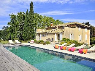 La Blancherie Du Luberon, Charming Vacation Home with a Pool, Apt