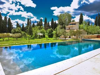 La Bergerie, Pet-Friendly St Remy Vacation Rental with a Pool, Saint-Remy-de-Provence