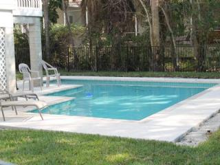 Old Florida Style Vacation Home with brand new pool!, Isla Marco