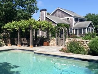 ROSED - Gorgeous Deep Bottom Home, Heated Pool, Screened Porch, Large Landscaped Private Yard, Association Tennis Courts., Martha's Vineyard