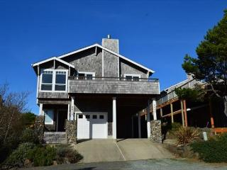 Sandslot - Elegant Townhouse in Manzanita 1/2 block to the beach