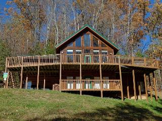 8 Bedroom Private Log Cabin Lodge in The Smoky Mountains for Large Groups, Gatlinburg