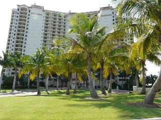 Naples condo w/ heated pool in gated community just minutes from Marco Island