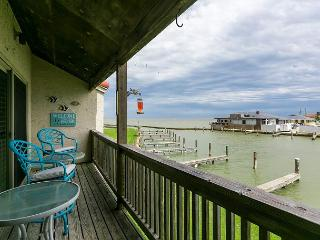 3BR Bayfront Rockport Condo–Pool, Pier, Boat Access, Near Shopping, Sleeps 10