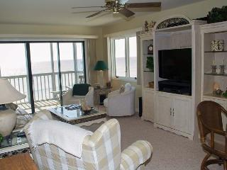 Great Oceanfront Condo! 2 BR with WiFi and pools!, Pine Knoll Shores