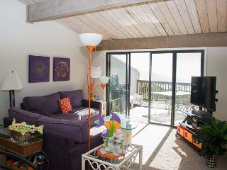 Professionally Decorated, 3BR Oceanfront Condo,Spacious Decking with views!, Pine Knoll Shores