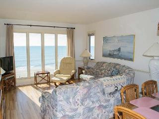 3BR Oceanfront Condo with fantastic views of the sandy beach!, Pine Knoll Shores
