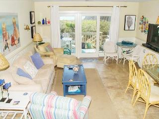 Tastefully Decorated 4BR Oceanfront Condo!, Pine Knoll Shores