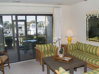 Comfortable Soundside Condo with Screened Porch!, Pine Knoll Shores