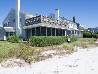 Sound front house in Morehead City with a great sandy beach!