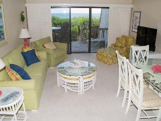 Newly Remodeled 4 BR Oceanfront Condo, Pine Knoll Shores