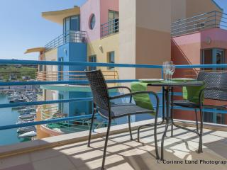 Stunning apartment with a beautiful terrace, Albufeira