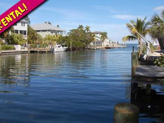 Good Times: 3BR Family-Friendly Canal Home, Holmes Beach