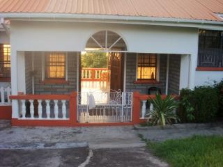 Want to stay together ? Rent the entire villa !, Saint-George's