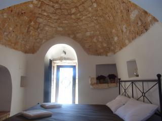 Trulli moon of the hill, Noci