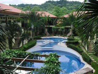 BEAUTIFUL FULLY FURNISHED CONDO WITH POOL, Jaco
