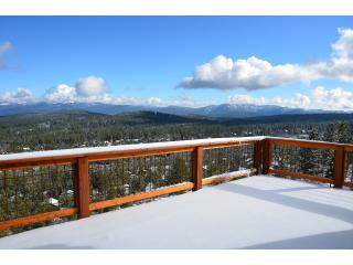 5 bds/sleeps 14 hill-top home with panorama view, Truckee