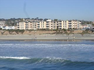 Seashore  Condo in PB with POOL! View! MONTHLY !, San Diego