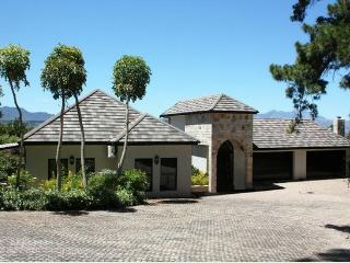 LUSH APARTMENTS, Somerset West