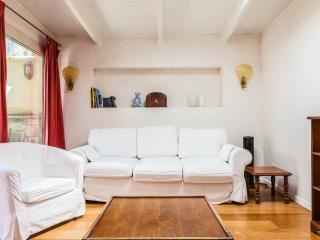 Ground floor apartment with garden and car park, Roma