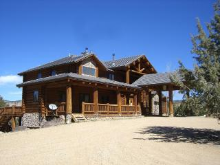 Beautiful Log Cabin Close to Zion National Park, Orderville