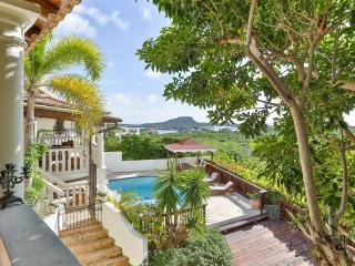 Luxury Home, Close to Beach, Pool, View & Gameroom, Curacao