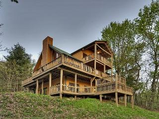 Dancing Bear Cabin Rental perched atop a ridge overlooking Rich Mountain!!, Blue Ridge