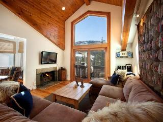 Enjoy this delightful 2 bedroom condo next to Vail Village, with fantastic views of Vail Mountain.