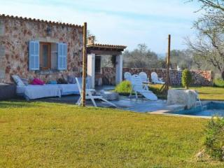 093 Beautiful country house, quiet location, Llubi
