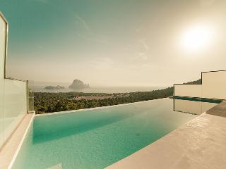 Bond Ibiza Villa, Cala Carbo