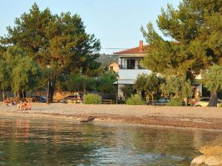 Apartment in front of the sea, Milina