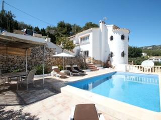 Blanca two story holiday home with private pool, Moraira