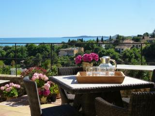 Lovely, and Pet-Friendly, Stone Home With Seaview,, Cagnes-sur-Mer