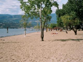 Close to the beach with space for the whole family, Kelowna
