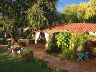 Romantic Quiet 1BD in Beautiful Tropical Garden, Sonoma
