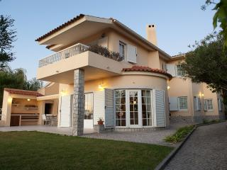 Comfortable villa with heated private pool, Sesimbra