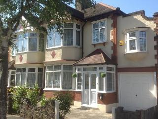 East London House - sleeps up to 13+2, Ilford
