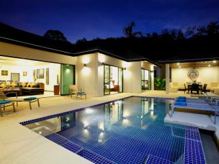 ONYX: 4 Bedroom Private Pool Villa near Beach, Nai Harn