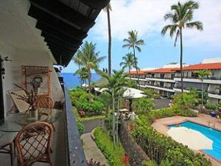 Casa De Emdeko 310- One Bedroom Deluxe with Ocean Views- AC Included!, Kailua-Kona