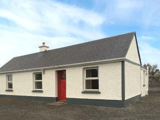 DOOGARA COTTAGE, single-storey, detached, open fire, off road parking, garden, in Ballaghaderreen, Ref 921487