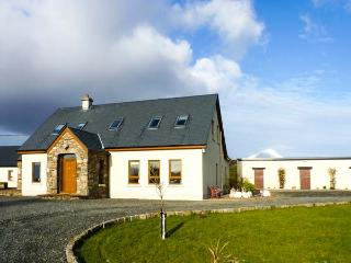 LONG LANE, woodburner, WiFi, off road parking, enclosed garden, near Westport, Ref 922393
