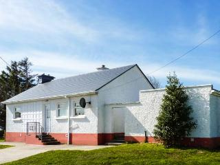 ROWAN TREE COTTAGE, detached, all ground floor, solid fuel stove, parking, patio, in Carrick, Ref 924175