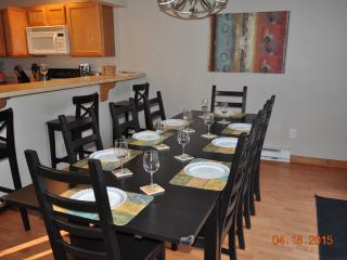 Poconos, Camelback Townhome, Free WIFI, Cable, AC, Tannersville