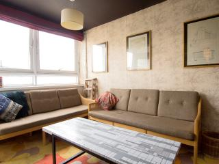 Funky Victoria Park 2BR by Flatbook, London