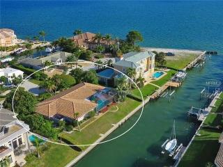 Waterfront 4 Beds 2 Bath private beach access, Longboat Key
