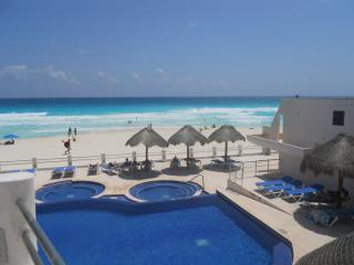Beautiful fully furnished four-bedroom condo, Cancun
