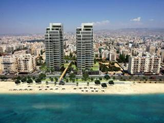 4 BEDROOM APARTMENT, NEAR BEACH WITH FREE WIFI, Limassol
